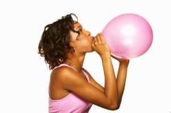 Надувание воздушного шара для профилактики бронхита
